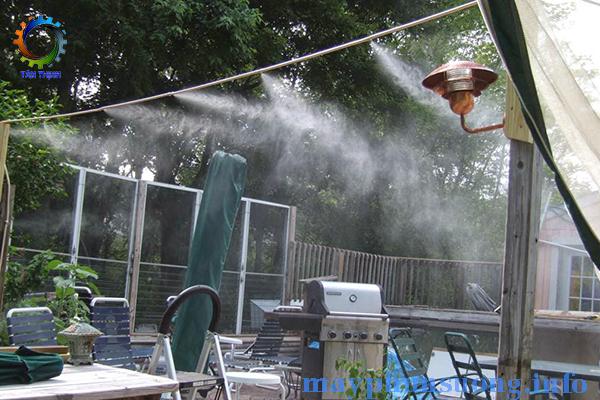 máy phun sương làm mát quán bia